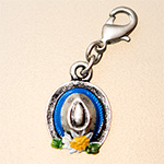 charm: hat platinium / colours with carabiner