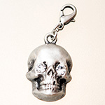 charm: skull platinium / cristall with carabiner