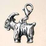 charm: goat platinium with carabiner